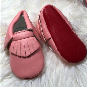 Other - 💋Loubie Girls Pink with red sole moccasins